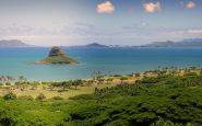 Con la luce giusta, da luogo terrificante l'isola diventa un paradiso tropicale.