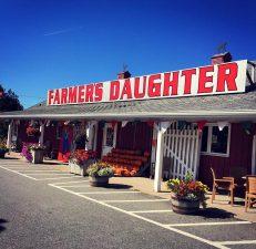 """Il negozio è gestito da due sorelle, le """"figlie dei contadini"""" del nome."""