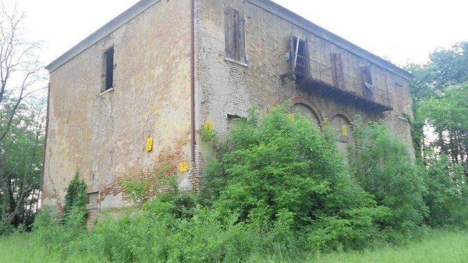 Villa stregata di Cona