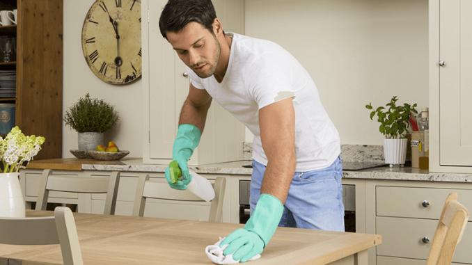 Come organizzare le pulizie di casa settimanali