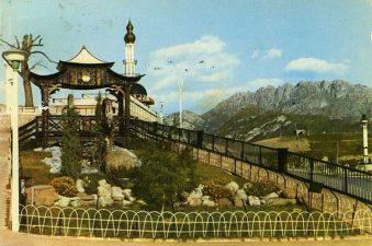 Il ponte del paese, in cui si può vedere in maniera evidente il gusto particolare del conte.