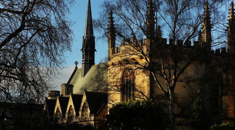 Gran Bretagna, blocco agli aumenti delle tasse universitarie