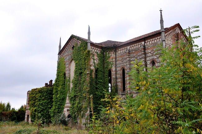 Abbandonato l'ex Oratorio di San Luigi a Merate.