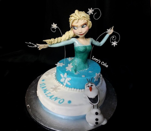 Torte a forma di Elsa di Frozen