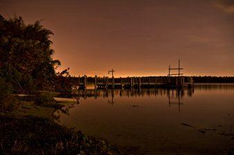 Foto nottura di Discovery Island