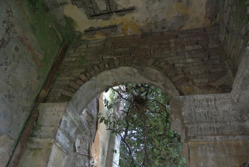 loggia abbandonata di villa Pietri