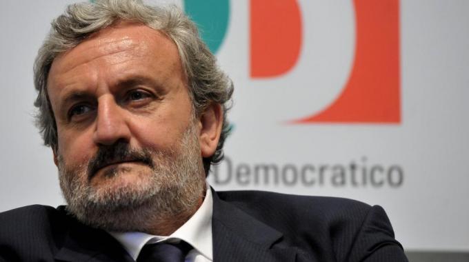 Michele Emiliano: eliminare stipendi dei politici