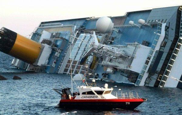 Costa Concordia: rabbia dei sopravvissuti al naufragio.
