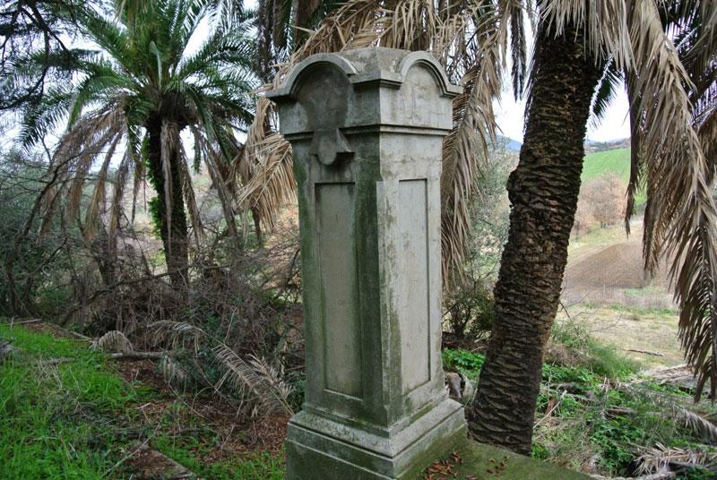 vecchia colonna Villa Pietri