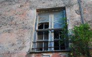 Villa Eleonora, vetri diroccati