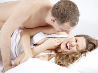 Ridere dopo l'orgasmo: reazione strana o del tutto normale?