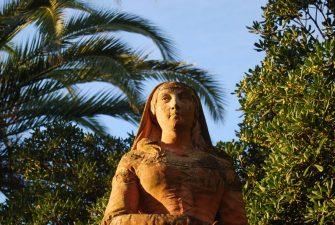 Statua in terracotta di Eleonora