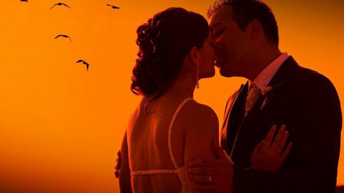 Frasi romantiche sul bacio: per anniversario di matrimonio