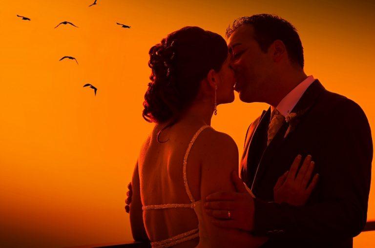 Frasi romantiche sul bacio per anniversario di matrimonio - Giochi di baci sul letto ...