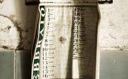 Calendario stropicciato del 1999 ancora appeso