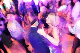 Festa nella sala da ballo dell'Hotel Stanley