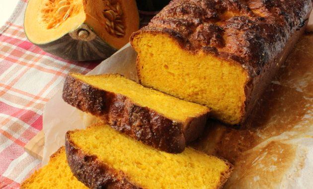 Halloween, come utilizzare il preparato della torta alla zucca per fare il pane