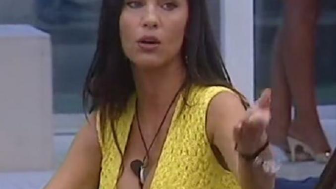 Gf Vip, Valeria Marini: gestaccio a Mariana Rodriguez -Guarda