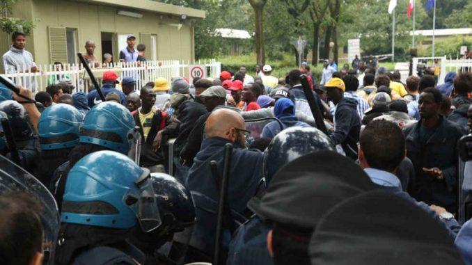 Parco Sempione spari: nella notte polizia contro immigrati