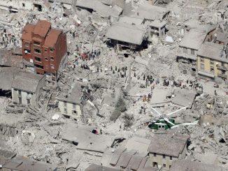 """Terremoto: ad Amatrice crolla il """"palazzo rosso"""" simbolo di speranza"""