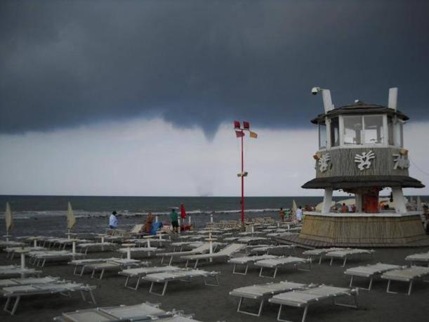 Tromba aria Ostia: nubifragio a Roma e ritardi a Fiumicino