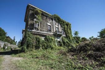 Villa Poss tra le erbacce