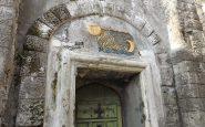 Ingresso Villa Ebe, simbologia