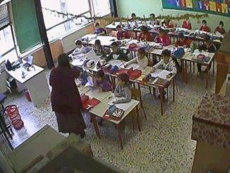 maestra-sospesa