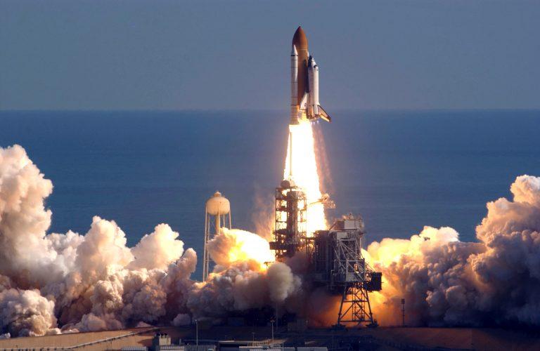Il lancio della NASA con a bordo i tre cosmonauti.