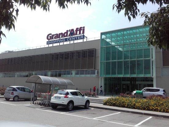 Opportunità di lavoro al Grand'Affi shopping center di Verona