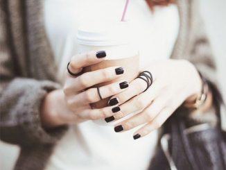 Smalto nero: come abbinarlo e a chi sta bene