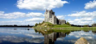 shutterstock_75436408_dunaguire-castle