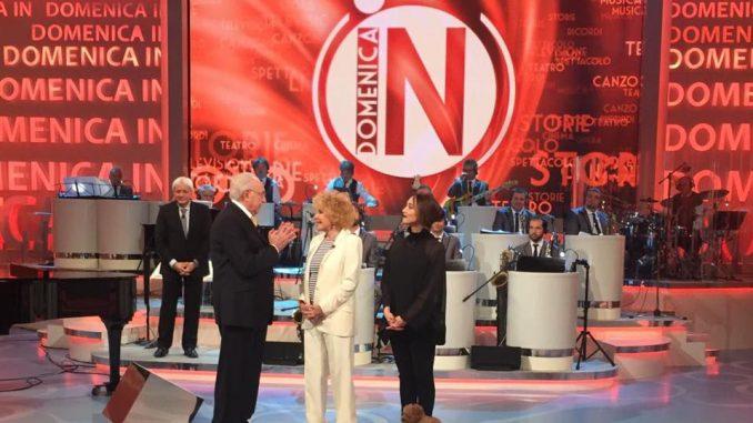 Ornella Vanoni canta Vasco ma dimentica le parole