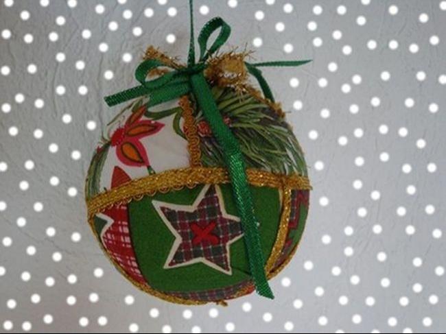 Creare Addobbi Natalizi In Feltro.Come Realizzare Le Palline Di Natale In Feltro O Polistirolo