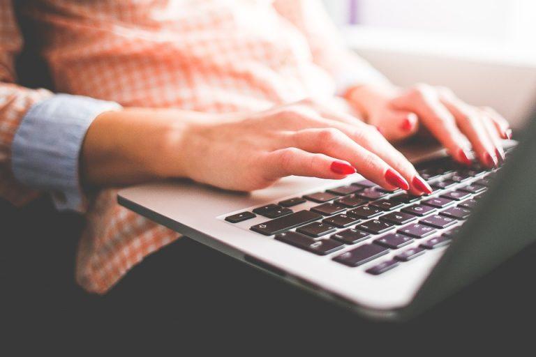 Come alleviare il dolore al polso quando si scrive al PC