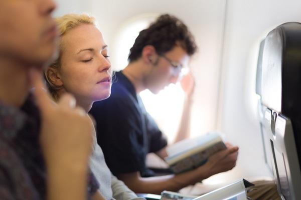 Come dormire sull'aereo