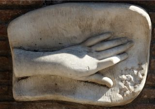 Rappresentazione della mano tagliata di Costanza Conti  De Cupis