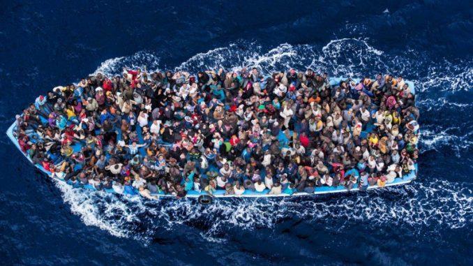 Naufragio gommone di migranti vicino coste libiche: morti e dispersi