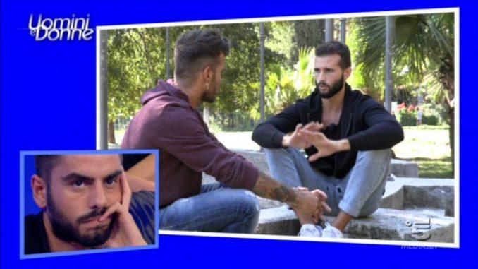 Uomini e Donne, continuano i dubbi su Camilla e il bacio tra Claudio Sona e Francesco