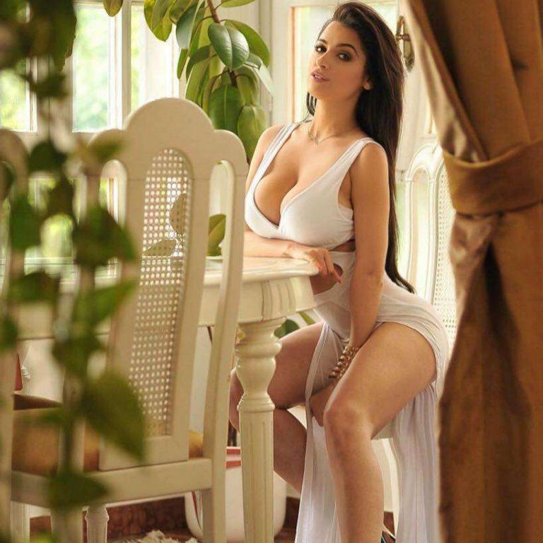 GF Vip: le ultime docce sexy di Alessia Macari