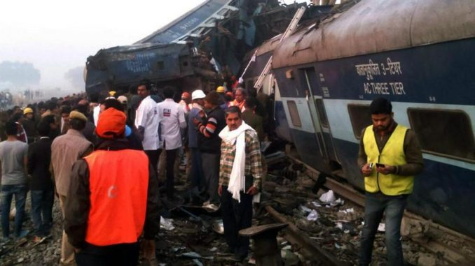 Treno deraglia in India: 100 i morti, 200 i feriti