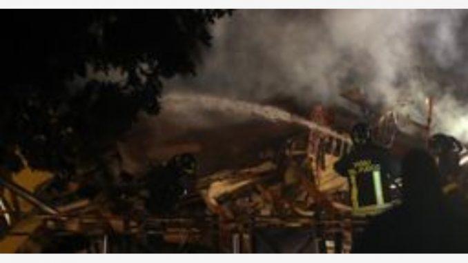 Milano: le danno fuoco in una baracca, 18enne straniera grave