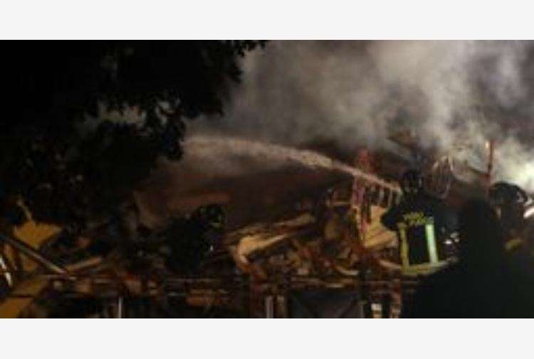 Milano, cloclard 18 enne bruciato vivo: grave