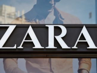 Zara: trova cadavere di un topo cucito nell'abito