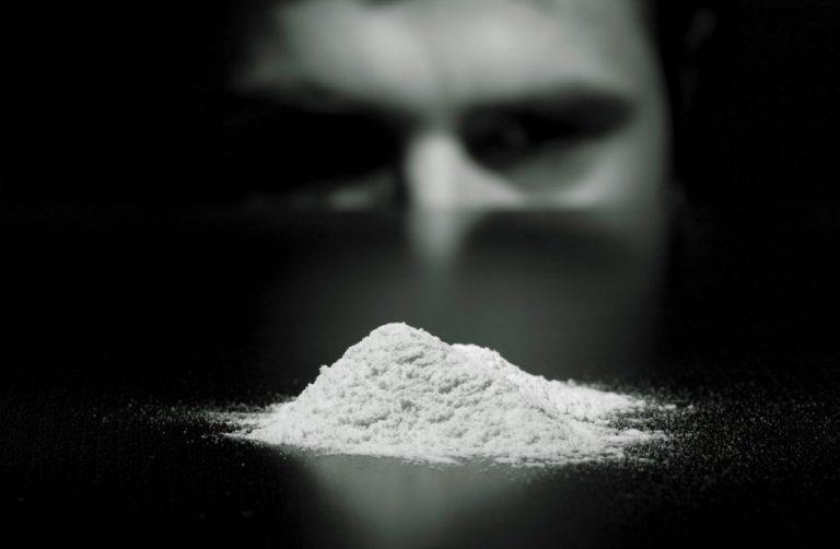 Come riconoscere i segni di chi usa cocaina