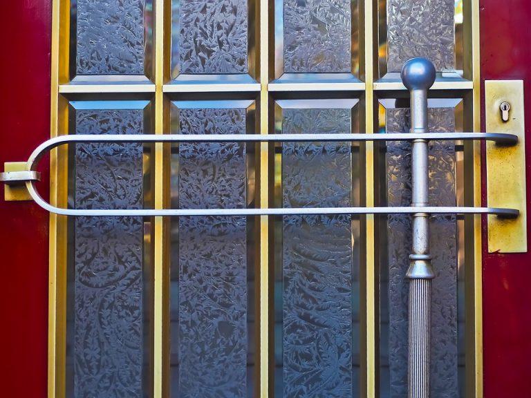 Porta blindata come pulire cardini - Pulire porte legno ...
