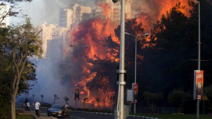 Israele in fiamme: evacuate 80mila persone