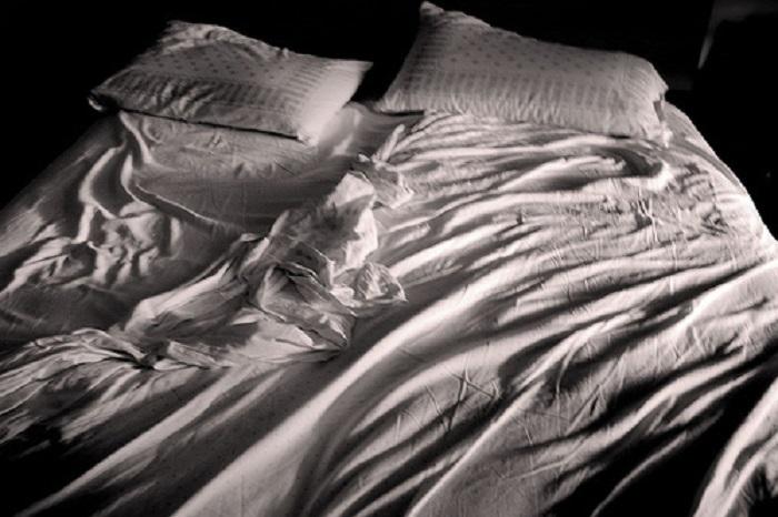 Come eliminare le macchie di sperma dalle lenzuola del letto - L amore a letto ...