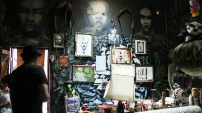 Zak nel suo appartamento artistico
