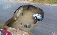 Texas: strada collassa. Si apre una voragine enorme
